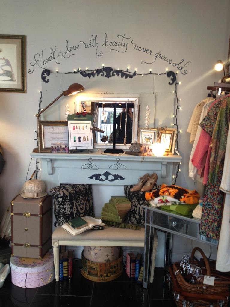 ANA CHRONOS vintage shop