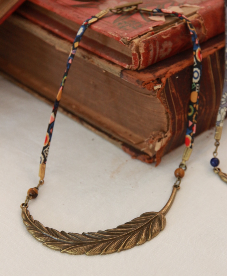 collier Liberty et pierre Œil de tigre 25€